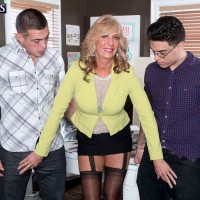 Blonde Over 60 MILF Phoenix Skye taking intense DP from younger men