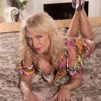 Beautiful blonde over 60 mom Cara Reid flashing huge juggs and nipples in bedroom
