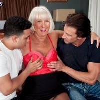 Hose attired mature woman offering big butt before hardcore MMF threesome