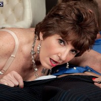 Over sixty MILF Bea Cummins lets big hanging mature tits loose before giving blowjob