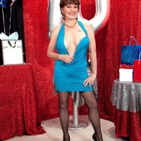 Sexy over 60 MILF Bea Cummins turns 70 and she is one hot granny indeed