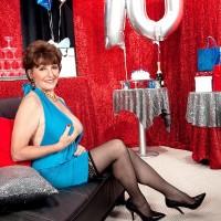 70 MILF Bea Cummins loosing giant all-natural older fun bags on her bday