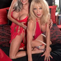 Aged blondes Sally D'Angelo and Cara Reid delivering dual BJ during 3some