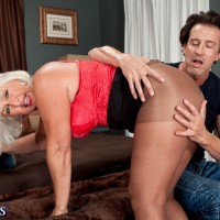 Hose outfitted aged doll Jeannie Lou flaunting humungous ass before MMF threeway