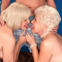 Kinky nans Jewel and Lola Lee providing double blowjob in tan hose