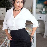 Sexy grandma Lisa Marie Heart seduces a junior dude in a choker and bondage harness